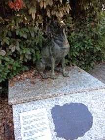 The statue of Pippo, the dog without a master, at Torre del Lago